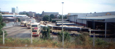 Buses quing July 1999 (14258 bytes)
